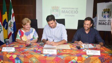 Photo of PREFEITURA – Prefeito anuncia nomeação de 300 aprovados no concurso da Educação