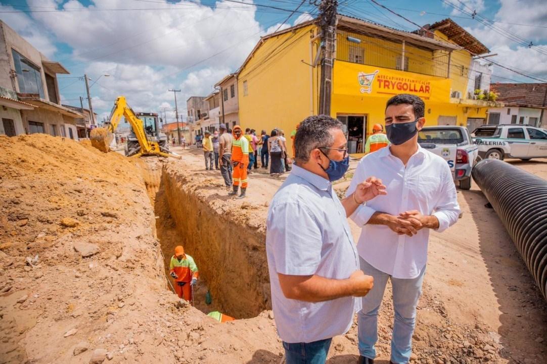 Photo of EM CAMPO! Prefeito JHC vistoria obras que levarão saúde e qualidade de vida a população do Village Campestre