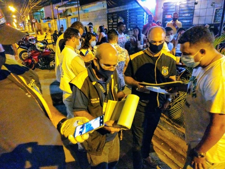 Photo of BARES IRREGULARES! Operação integrada da Semcs e Vigilância sanitária encontra várias irregularidades em estabelecimentos de Maceió