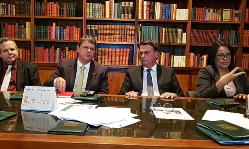 Photo of AGORA EM MARÇO! Bolsonaro diz que impostos federais sobre gás e diesel serão zerados