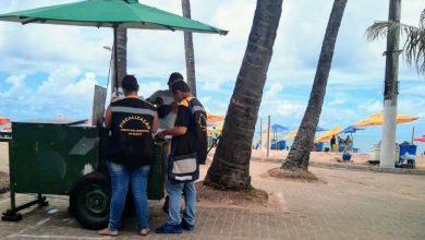 Photo of Ambulantes da orla são advertidos por irregularidades
