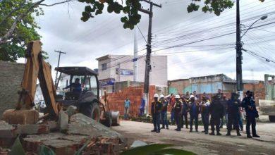 Photo of Ação de ordenamento retira construções irregulares no Conjunto Joaquim Leão
