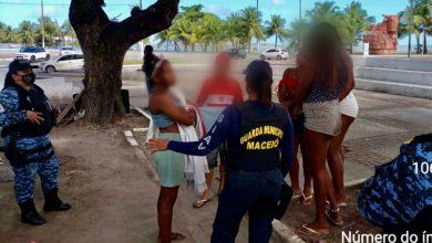 Photo of Guardas Municipais prendem dois homens durante abordagem em praça no Jaraguá