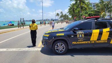 Photo of Agentes da SMTT no projeto 'Na Orla é Massa' garante organização do trânsito