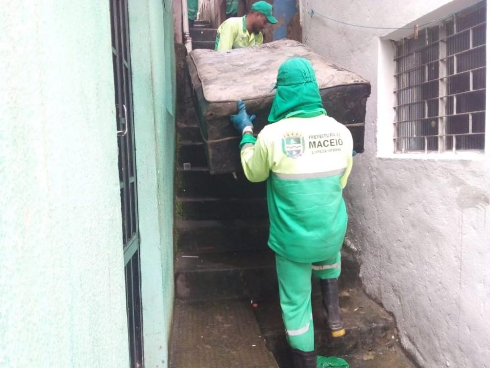 Sofás, geladeiras velhas e outros móveis inservíveis podem ser recolhidos pela Sudes. Foto: Ascom Sudes